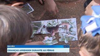 Crianças aprendem sobre a fauna e a flora durante curso de férias do zoológico