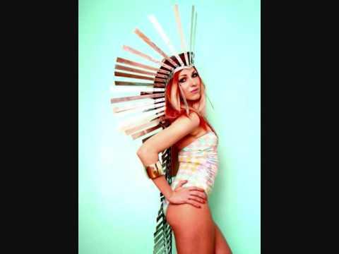 Tekst piosenki Bonnie Mckee - Hold It Against Me po polsku