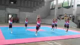Hoc sinh truong tieu hoc Duong Lam thi aerobic
