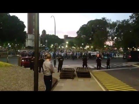 Torcida no aquecimento em Buenos Aires antes de San Lorenzo x Grêmio - Geral do Grêmio - Grêmio