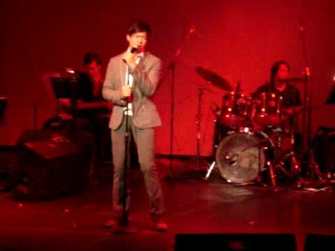 Ronnie Liang sings Korean Song at Music Museum unedited
