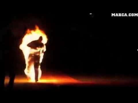 PlanetaCurioso.com: El hombre antorcha jugando beisbol