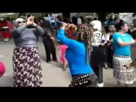 aydın dans eden kapalı kadınlar