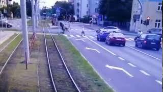 Nagranie ze śmiertelnego wypadku na przejściu. Poszukiwani rowerzyści – Toruń