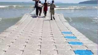 Super patent – pływający most, dzięki któremu dotrzesz suchy z plaży na statek!