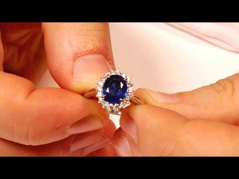 Sapphire Ring, 2.26ct Centre Stone, set in 14kt White Gold with 0.32cts Diamonds JW0198