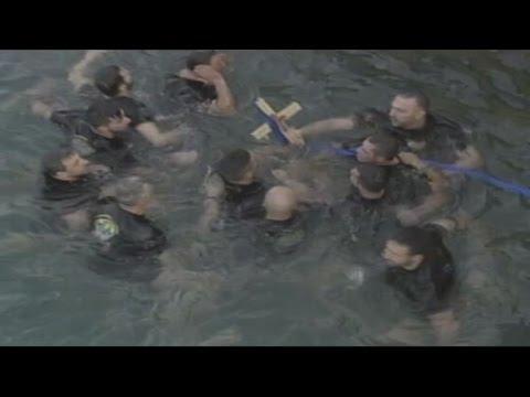 Πραγματοποιήθηκε στον Πειραιά ο εορτασμός των Θεοφανείων, με τη ρίψη του σταυρού