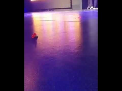 Video - Νότης Σφακιανάκης: Κατέρρευσε επί σκηνής - Αγωνία για τον τραγουδιστή