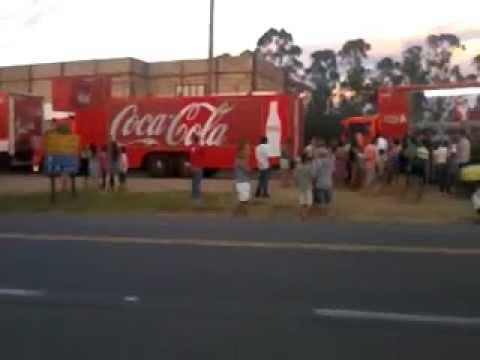 Caminhões da Coca-Cola (natal) aparecem em itu-sp