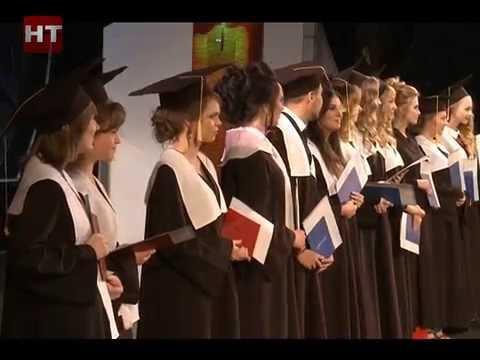 Студентам института медицинского образования вручили заслуженные дипломы об образовании