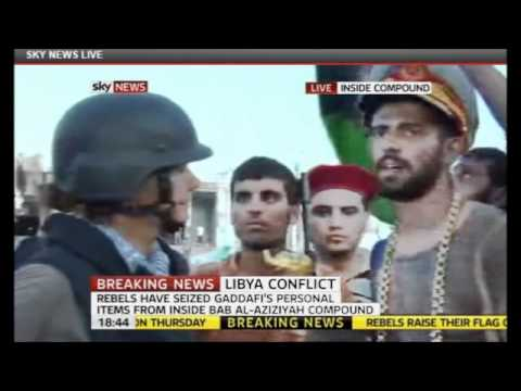 Libyan wears Gaddafi's hat