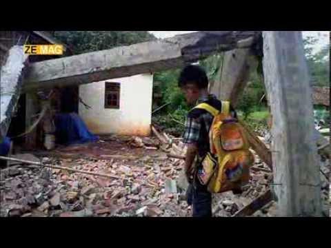 Plein Cadre : Indonésie : la chasse aux toits