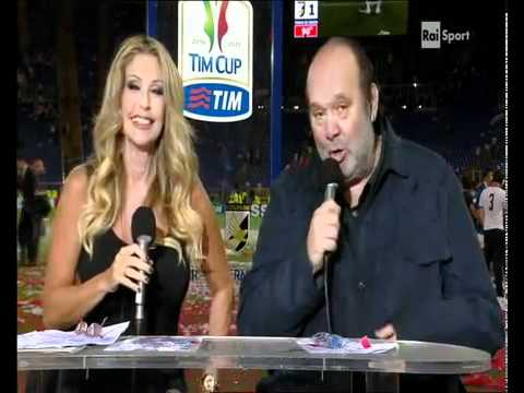 Gavettone di Materazzi a Paola Ferrari e a Giampiero 'bisteccone' Galeazzi (видео)