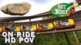 """On-Ride de l'attraction """"La Trace du Hourra"""" de type """"Bobsleigh"""" du constructeur Mack Rides situé au Parc Astérix en France."""