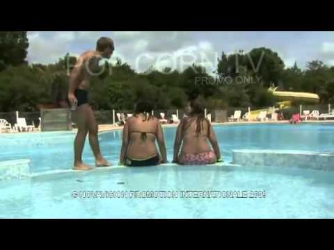 如果女孩子在游泳池裡面,大姨媽突然出現,女孩子會怎麼反應呢??