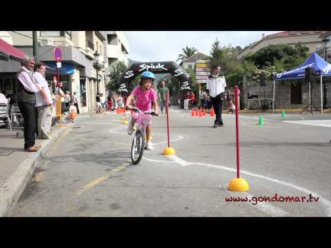 Gymkana de bicis para los mas pequeños.