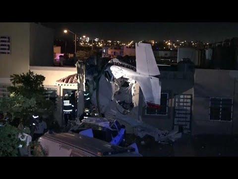 Τέσσερις νεκροί από πτώση αεροπλάνου σε σπίτι!