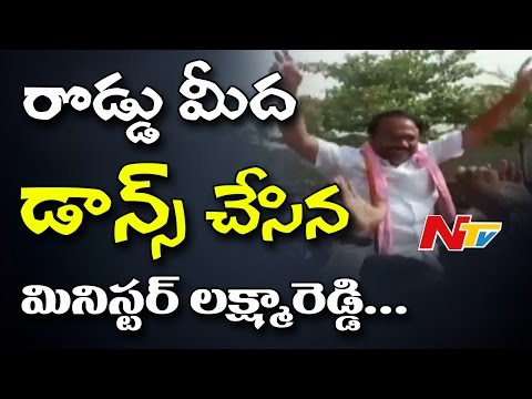 Minister Laxma Reddy Dances On Road | TRS Bahiranga Sabha