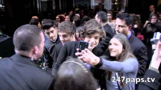 First Video of One Direction in New York City infront of there hotel (Throwback)