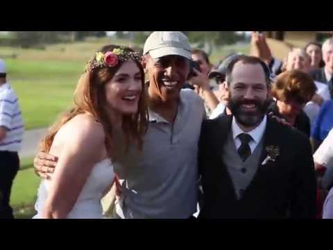 婚禮進行中的新人突然被一名男子打擾,看清楚他的臉後大家瞬間開心到飛起來!