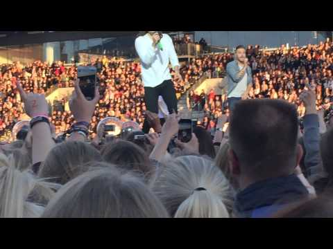 One direction / kiss you /    Live In Horsens Denmark / 16/6/2015 / (видео)