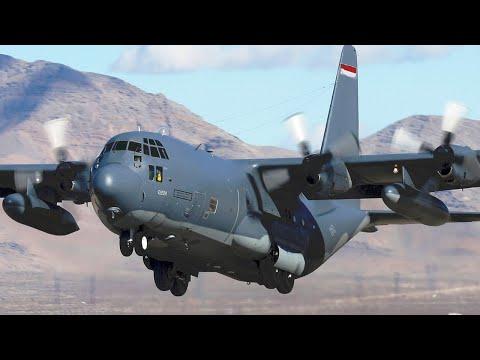 Dua pesawat C-130 Hercules dengan...