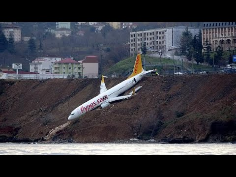 العرب اليوم - شاهد: فيديو من قلب طائرة التركية التي نجت من حادث مروّع