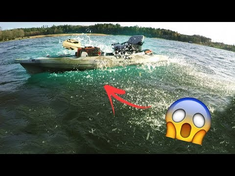 KAYAK vs FLOAT TUBE -  falling into 6 °C water!!! 😱 (DANGEROUS)