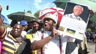 Thousands queue to bid farewell to Mandela