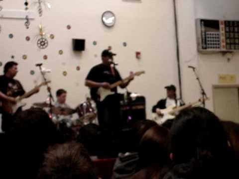 Shaun T singing Wave on Wave.mpg