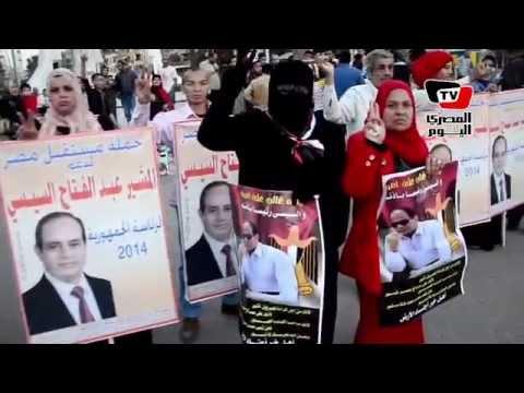 سلسلة بشرية واحتفالات في شوارع المنصورة لدعم السيسي