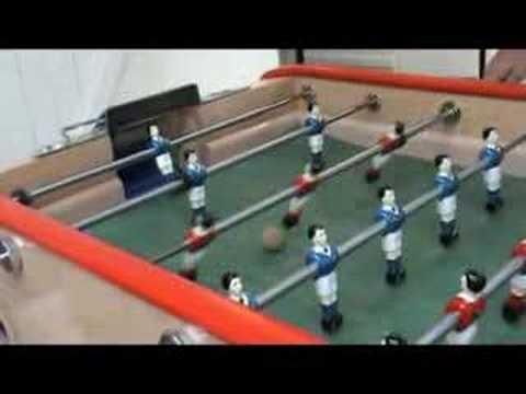 Baby foot - un petit clip montrant quelques techniques sur un bonzini B90 avec une balle en liège. Cela démarre doucement mais au fur et à mesure les techniques se compl...