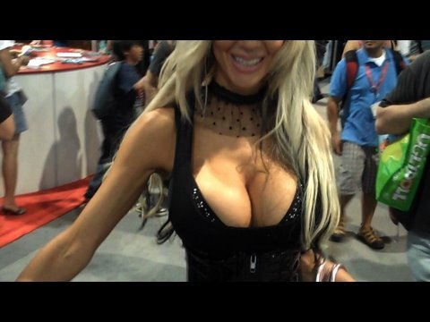 Comic Con - Actual, real live girls, dressed up all sexy-like just for you. Follow me for Comic-Con 2010 Updates!! http://twitter.com/mediocrefilms Check out our other C...