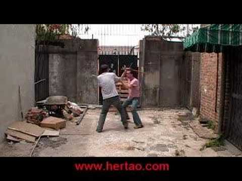 sombrada - http://www.functionalselfdefense.org/kali/sombrada The correct way to do sombrada/sumbrada, a Filipino martial arts drill, so that the techniques and disarms...
