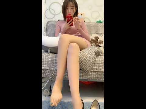 絲襪裸足正妹~腳趾頭很靈活的 ƪ(♥ﻬ♥)ʃ
