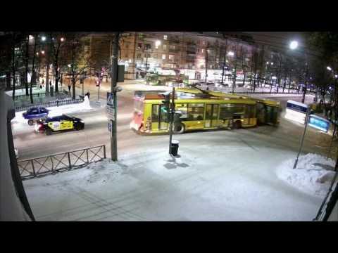 Авария Автобус vs Троллейбус. Пермь, Компрос-Пушкина 15.12.16 20:52:05