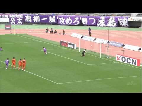 「Jリーグ、サンフレッチェ広島の佐藤寿人のトリックプレーPK」のイメージ