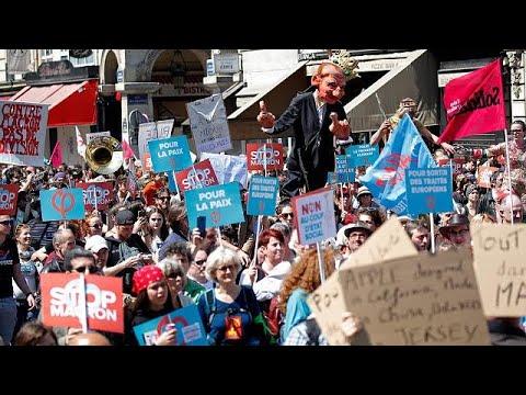 «Πάρτι» διαμαρτυρίας για τον Μακρόν