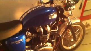 10. 2006 triumph thruxton Chris