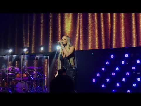 Mariah Carey Live in Singapore 2018 -  Love Takes Time
