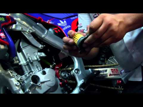 crf - How To: Change Oil on a Honda CRF 250R.