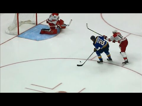 Video: Blues' Pietrangelo and Berglund link up with pretty passing play