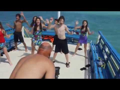 Chiquititas em Natal gravando clipe no barco Marina Badauê