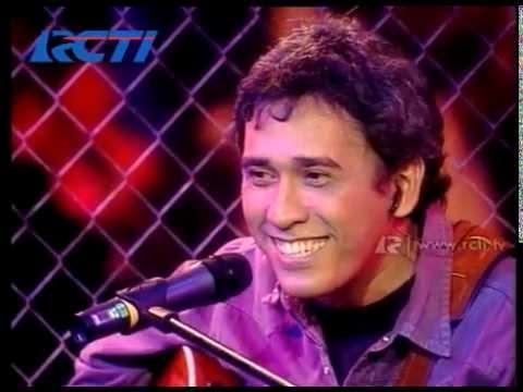 Download Video Iwan Fals 'Kumenanti Seorang Kekasih' - AMI 2000