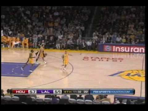 Trevor Ariza blows past Sasha Vujacic for a dunk