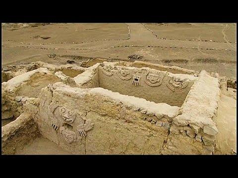 Fast 4.000 Jahre alt: Archäologen graben Wandrelief in Peru aus