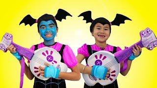 Jannie & Wendy Pretend Play w/ Favorite Dress Up & Makeup Toys Junior Vampirina Contest