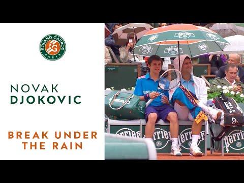 這位「世界網球王者」參加的比賽因為下雨而中斷了,但當球僮過來撐傘時他的「暖男行為」卻讓觀眾都沸騰了!