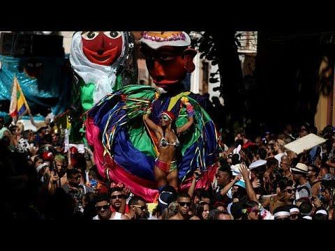 Bunt, laut, ausgelassen: Der Karneval in Rio hat bego ...