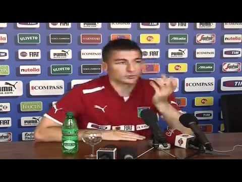Salvatore Bocchetti en conferencia de prensa